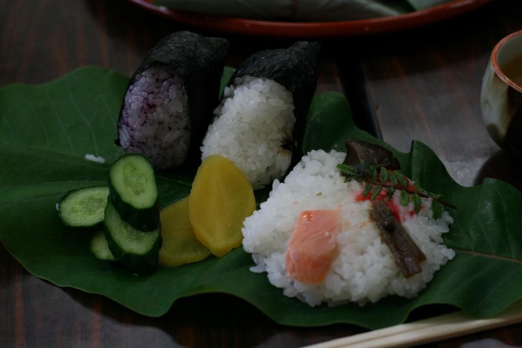 地元の女性グループ「すみれ会」手作りの、小川のお米を使った昼食