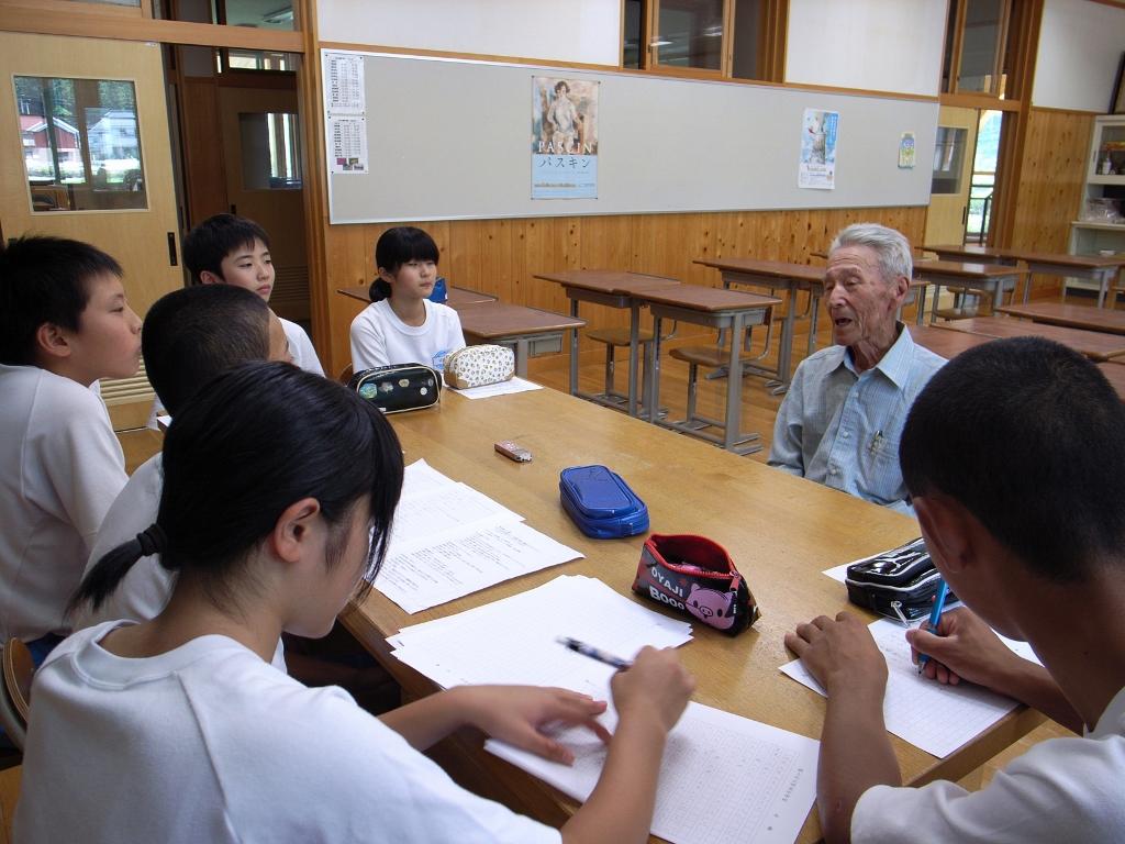 各教室に分かれて、聞き書きスタート!