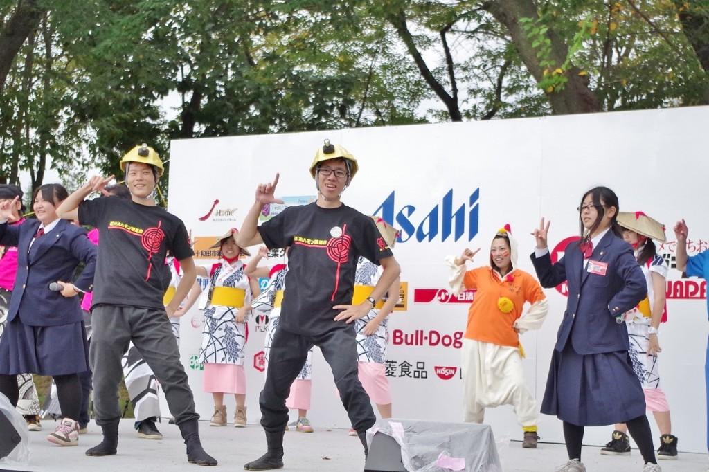 B-1グランプリのメインテーマを一緒に踊ったり