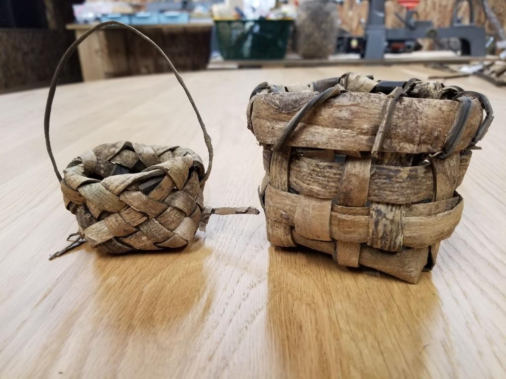 沢沿いの自生するサワグルミの樹皮で編んだカゴ