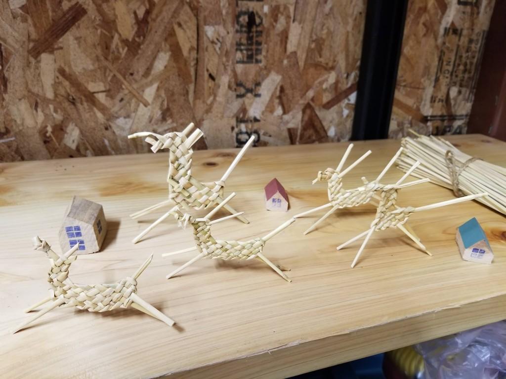 名馬するすみの藁細工